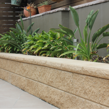 Garden_bed_retaining_wall_Pebble_with_a_designer_cap