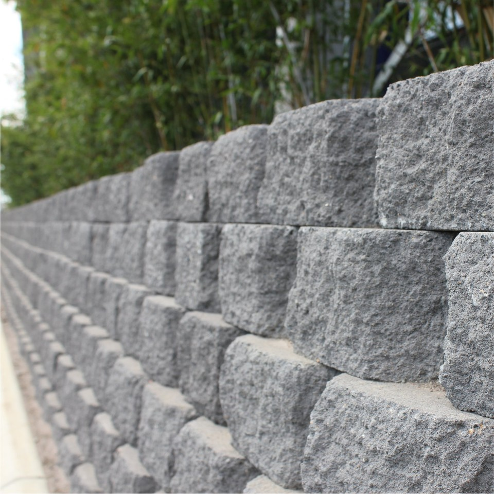 A_simple_functional_ and_flexible_retaining_wall_that_creates_a_straight_or_curved_walls
