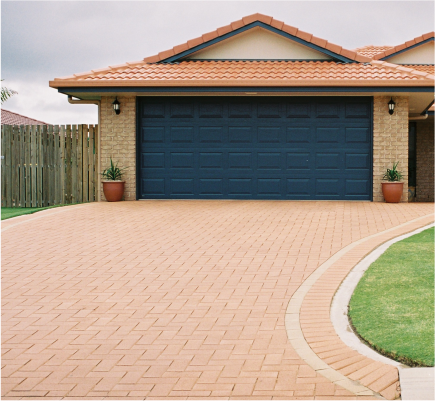 Brick_home_with_Autumn_Brown_Bevel_Line_driveway_pavers