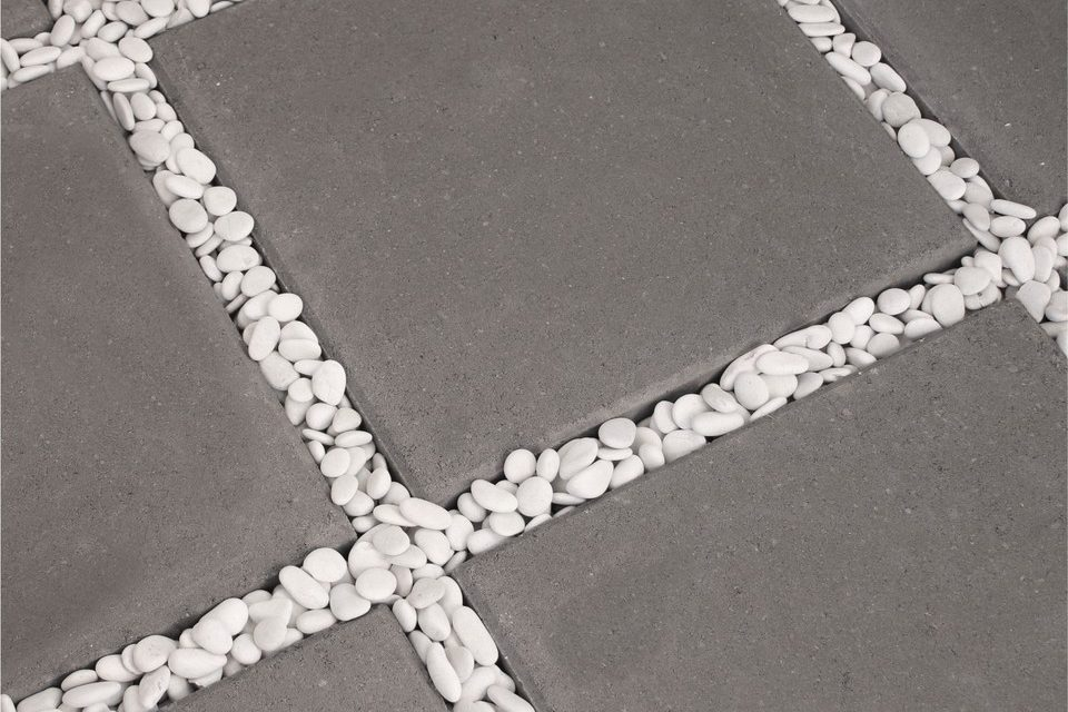 Charcoal_400x400x40mm_LedaPAVE_surrounded_with_borders_of_small_white_pebbles