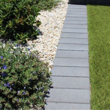 A_garden_border_and_mowing_strip_using_200x100x40mm_pavers_charcoal