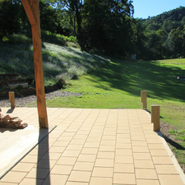 Ranch-styled_outdoor_patio_using_300x300x40mm_Paver_in_Pebble