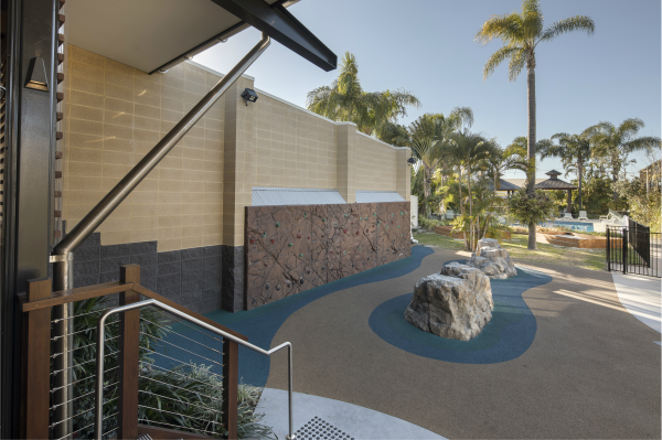 Rock_climbing_play_station_with_smooth_face_Sandstone_and_split_face_Charcoal_masonry_feature_wall
