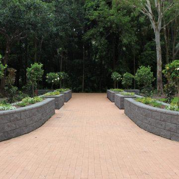 Retaining_wall_used_as_for_garden_beds_along_a_walk_way_at_a_botanical_garden