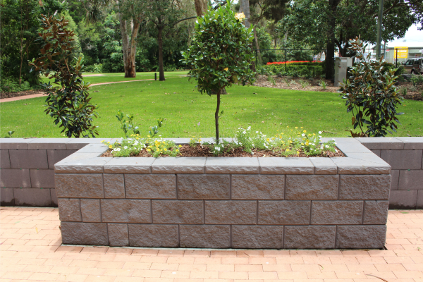 TrendStone_retaining_wall_with_extended_planter_garden_bed_at_Botanical_Gardens