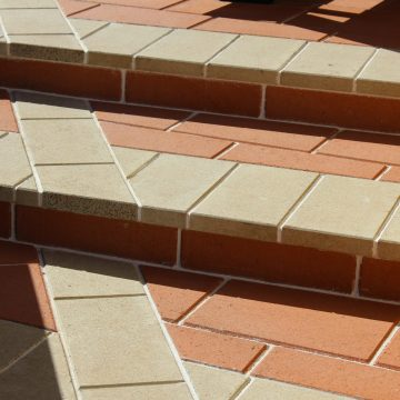 Steps_with_a_unique_design_using_Ivory_&_Canyon_Coloured_Pavers