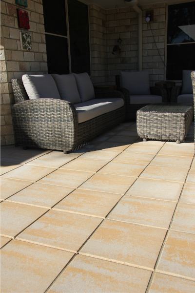Outdoor_living_area_with_Fraser_Coral_400x400x40mm_pavers