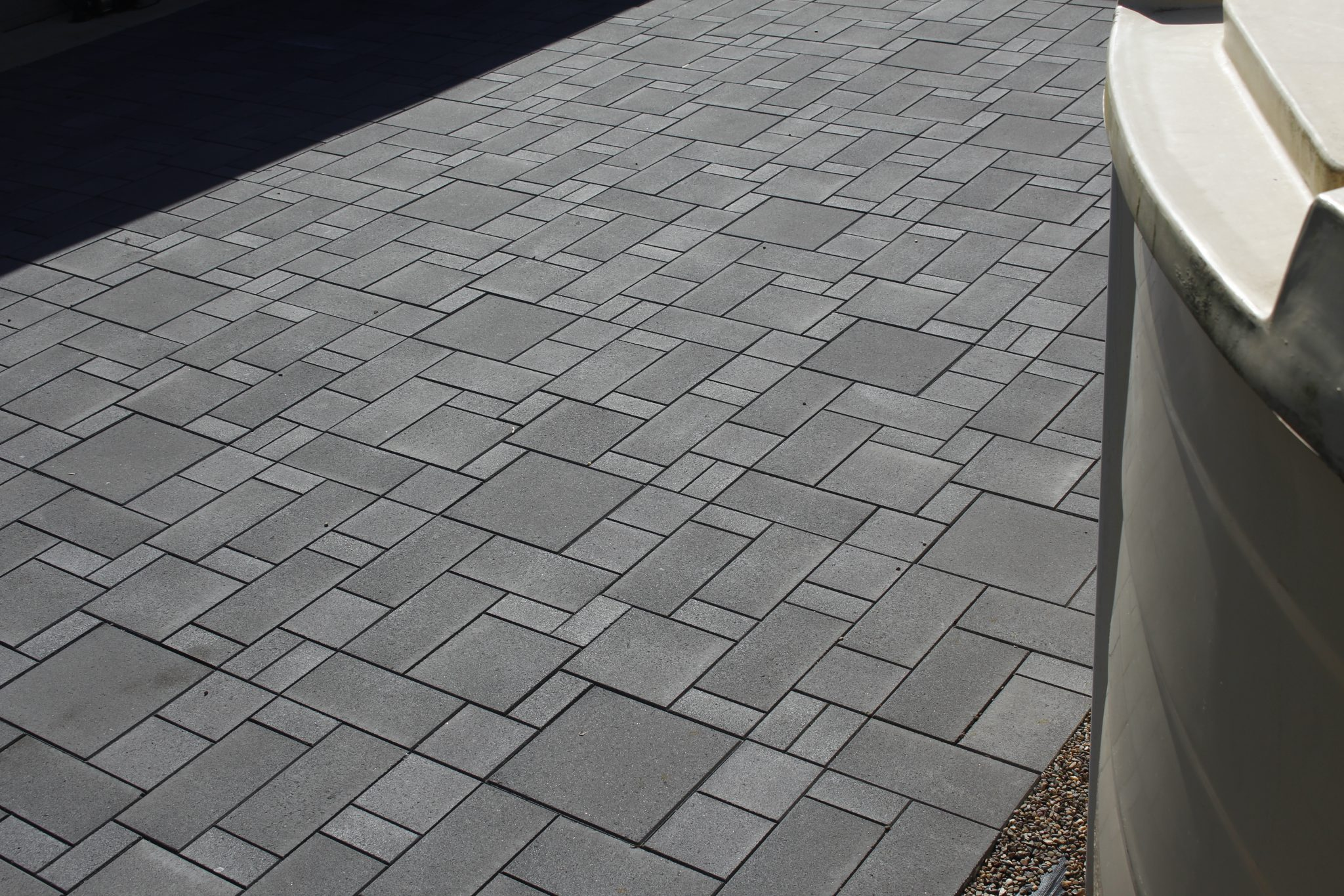 French_paving_pattern_Charcoal