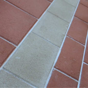 Ivory_300x200x40mm_and_Canyon_200x100x40mm_paver_built_in_on_a_concrete_base