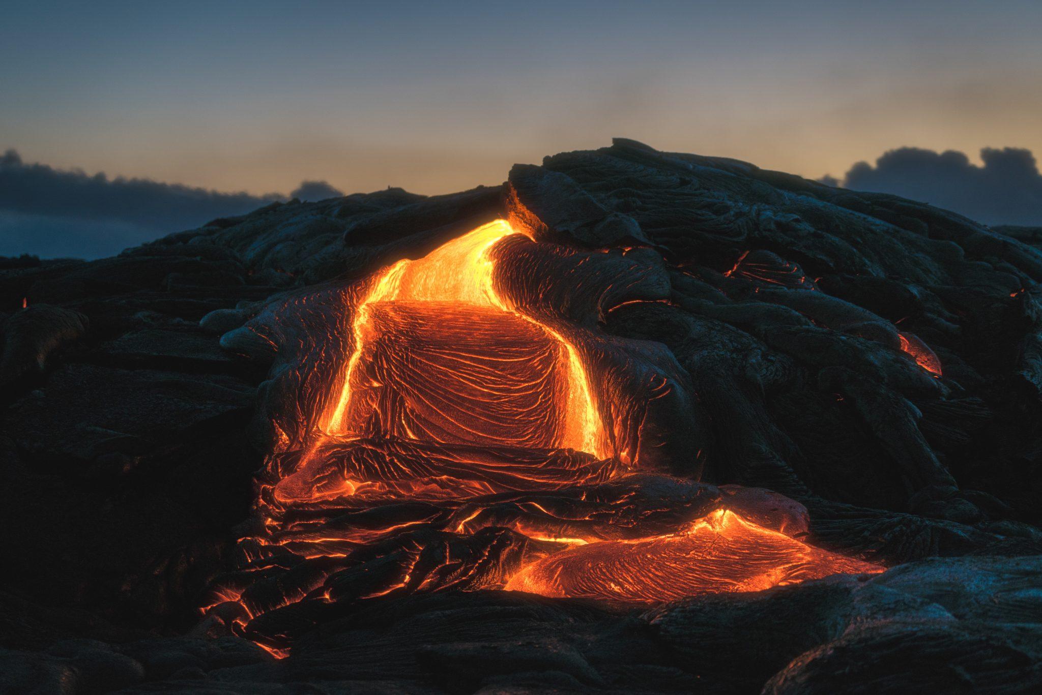 Volcanic_eruption_producing_larva