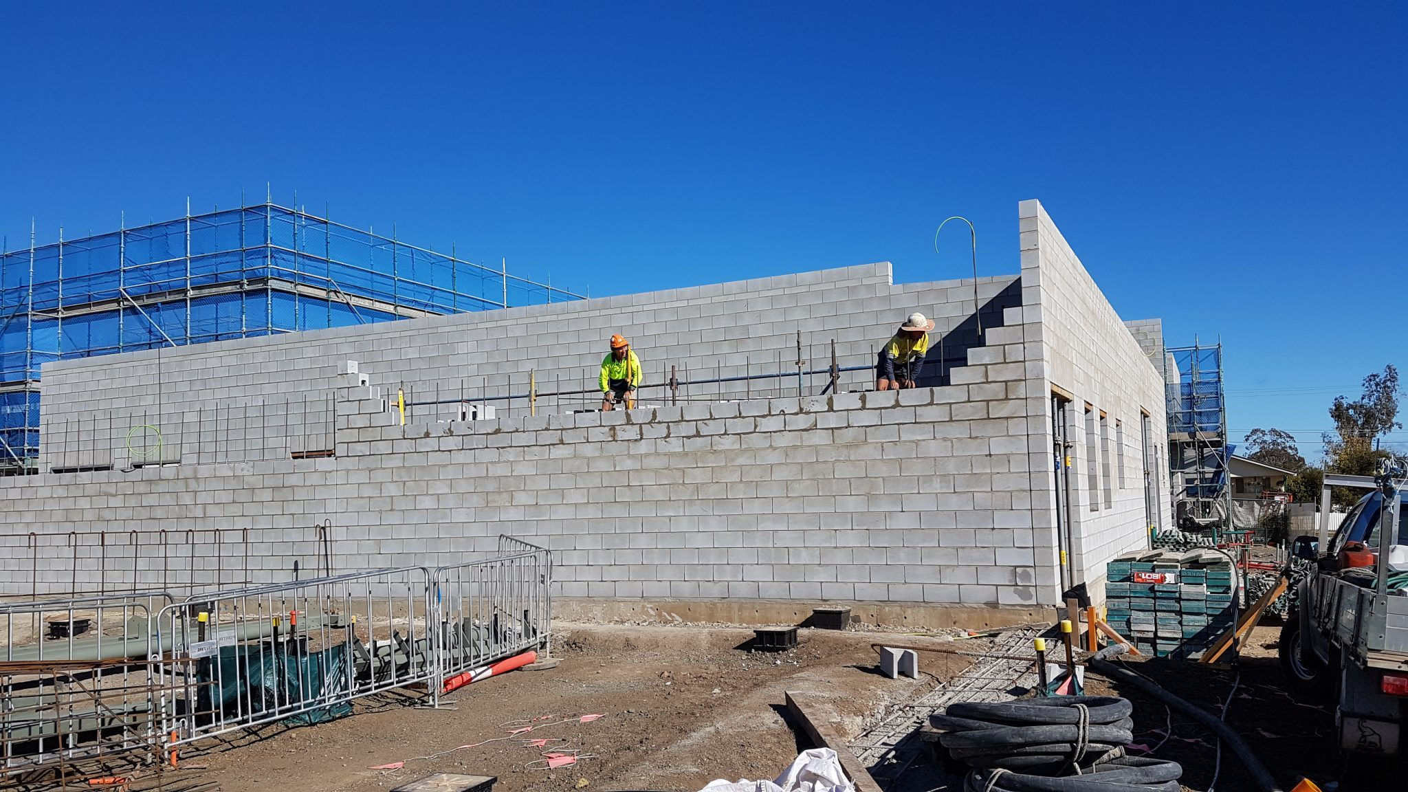 Lightweight_structural_concrete_block_used_in_construction_at_a_commercial_building_site