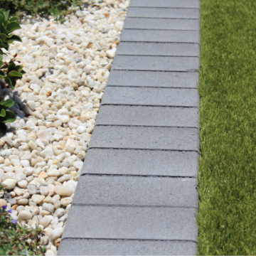Adra_Pave_Small_format_paver_used_as_a_Garden_Border_and_mowing_strip