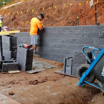 High_retaining_wall_in_construction