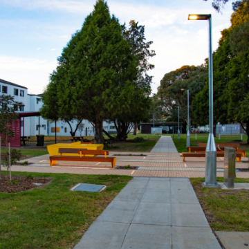Rest_area_along_pedestrian_connecting_link_within_Armidale_campus_utilising_pavers_in_stretcher-bond_pattern