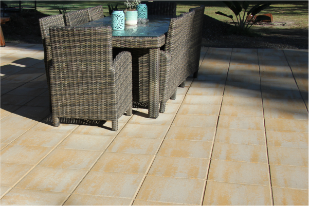 Concrete_pavers_used_in_an_outdoor_setting_instead_of_Concrete_slab