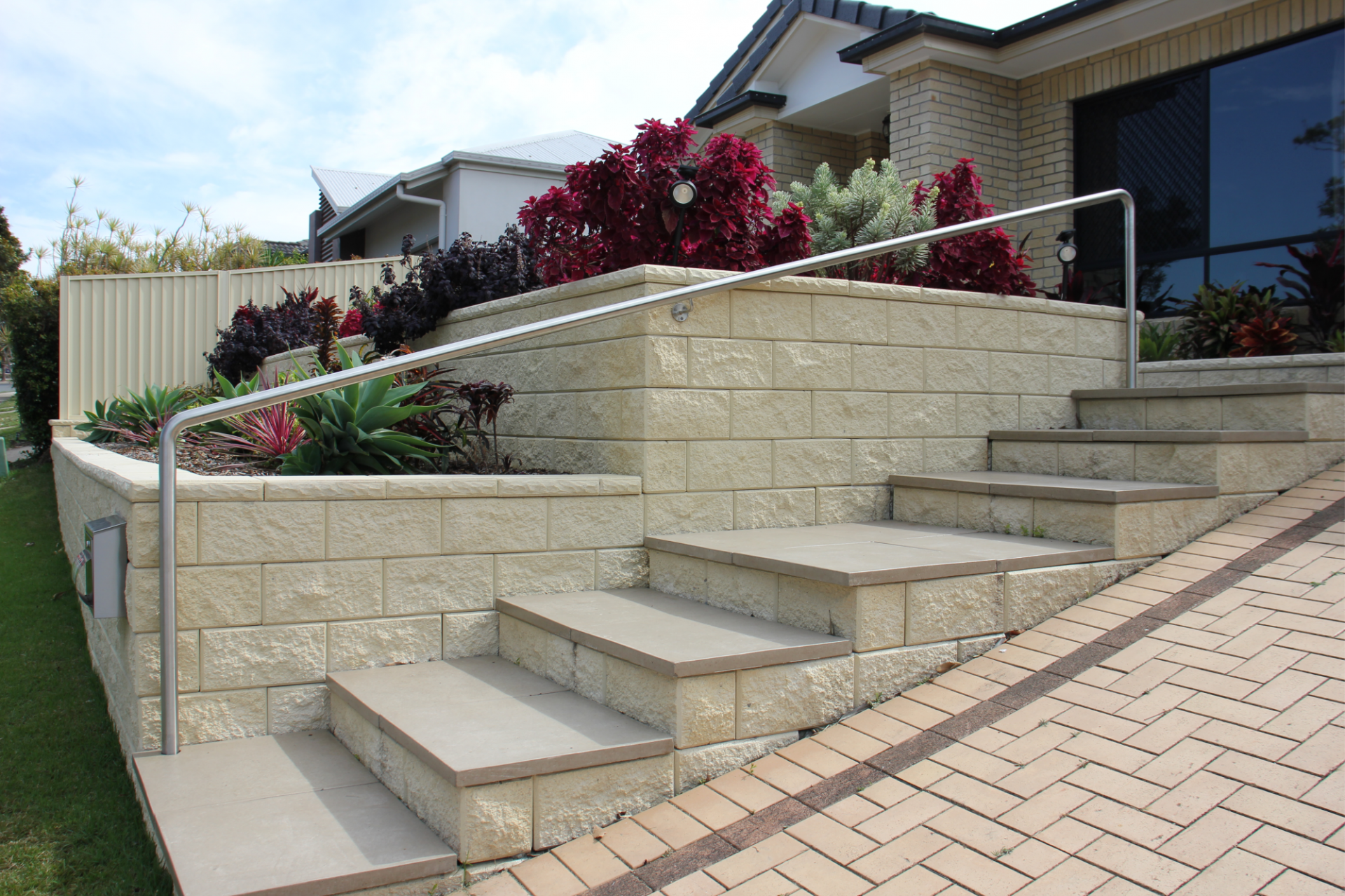 TrendStone_Retaining_Wall_featuring_stairs
