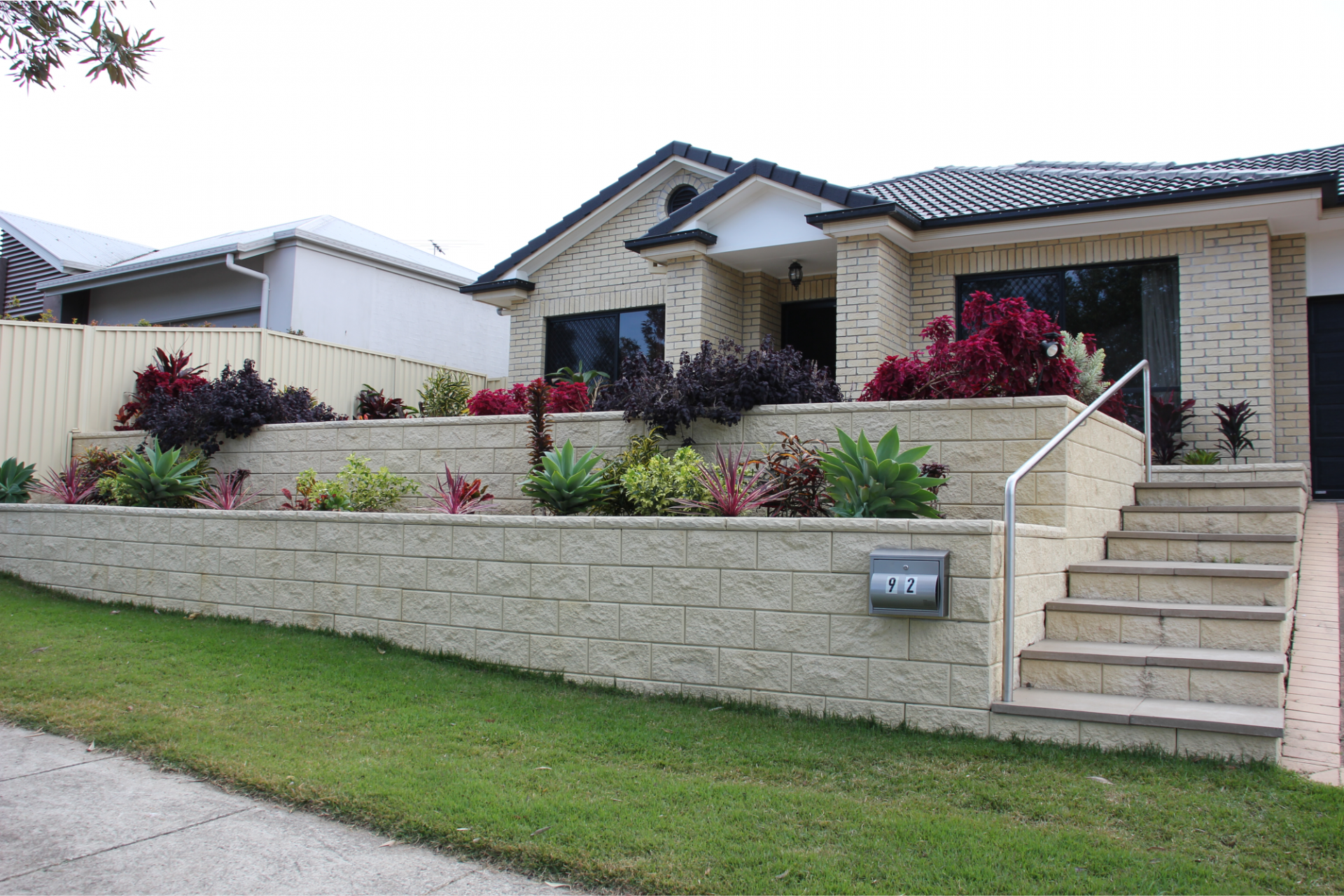 TrendStone Retaining_Wall_in_Ivory_Colour