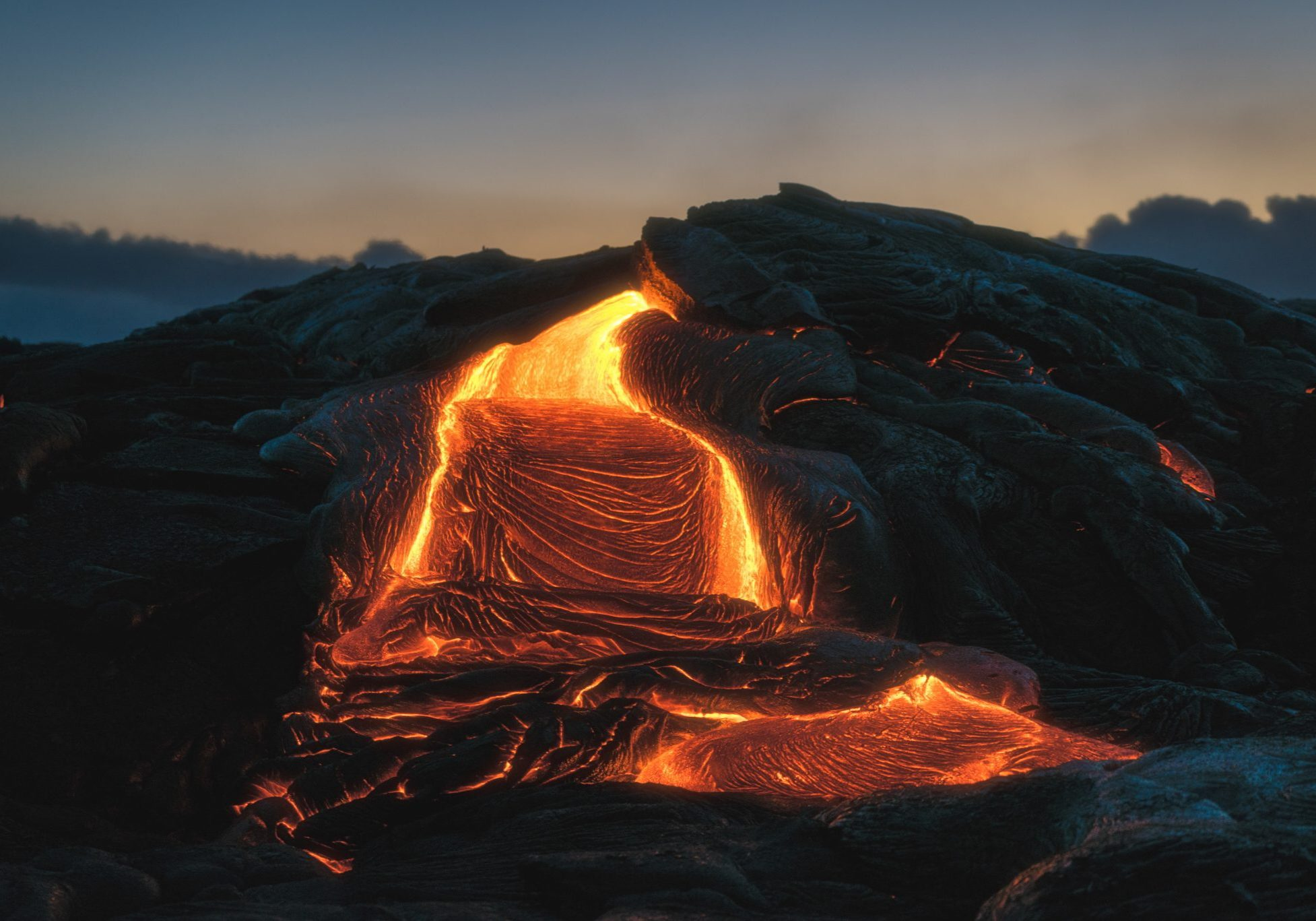 Volcanic_eruption_producing_larva